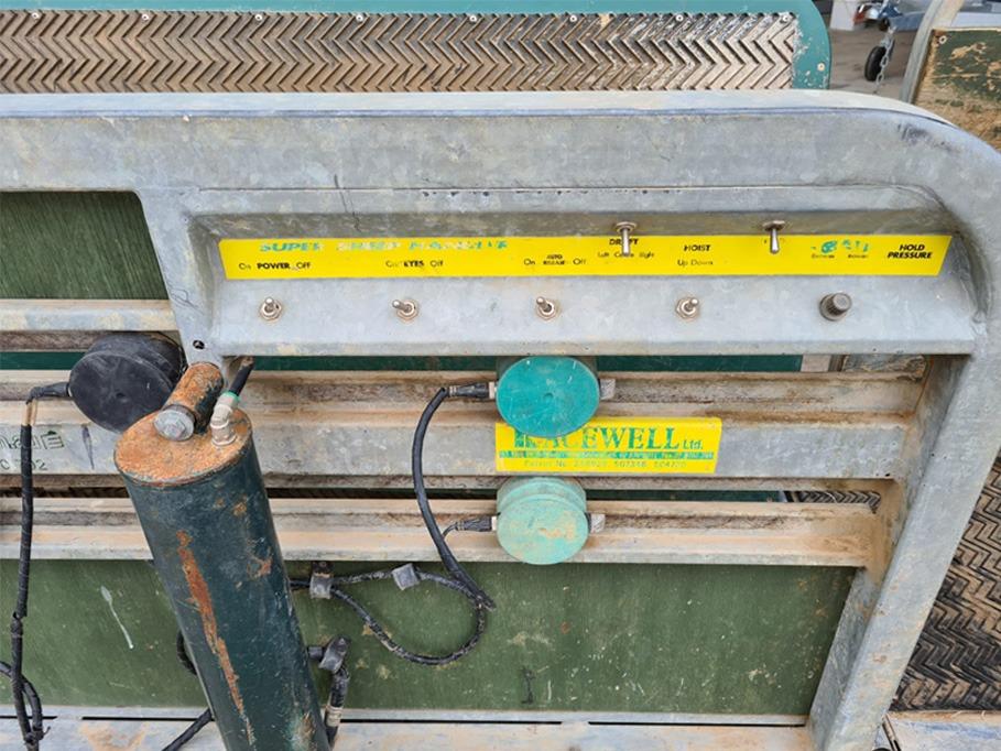 Used Racewell HD3 with Tru Test Weigh Bars