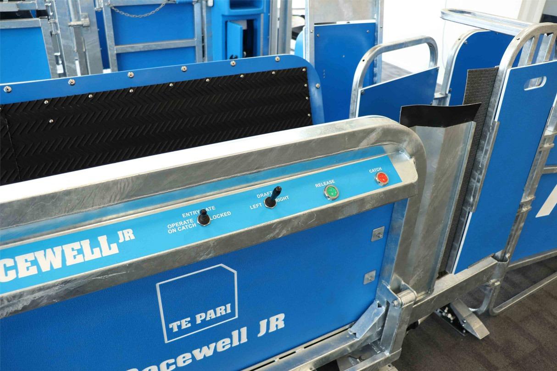 racewell jr manual sheep handler pneumatic button control dashboard