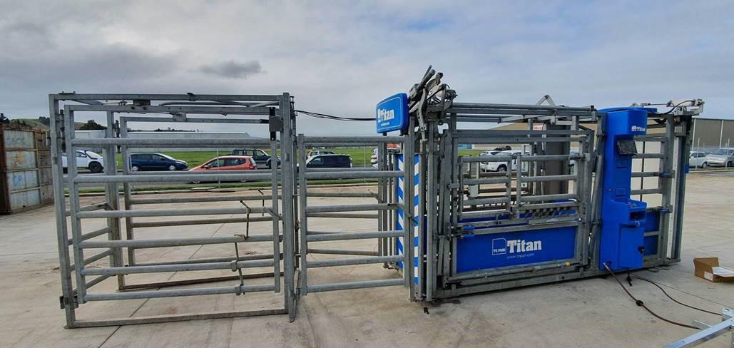 Used Titan Auto Drafting Cattle Crush
